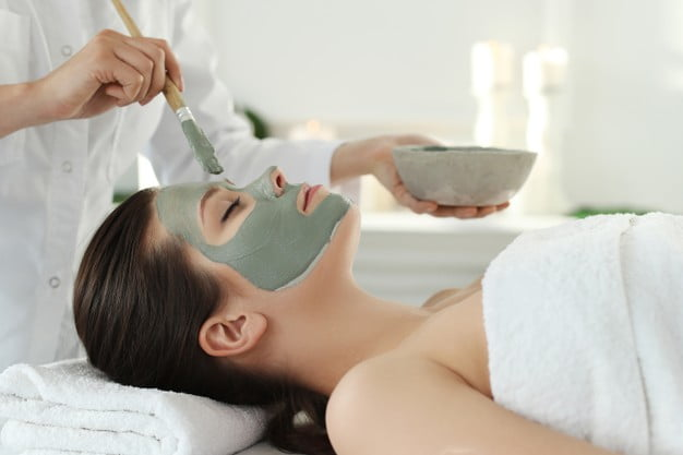 8 Amazing Benefits Of Getting A Spa Facial