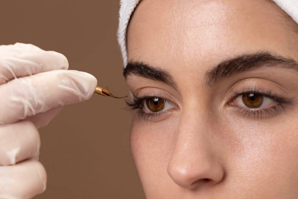 Eyebrow & Lash Tinting To Accentuate Your Beauty